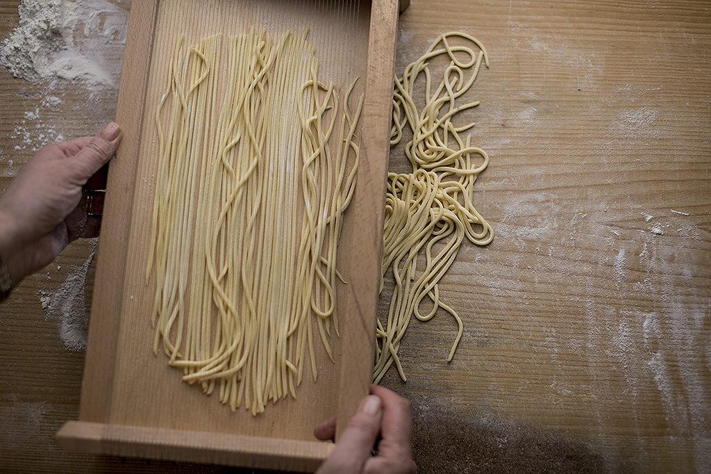 chitarra, pasta cutter, pasta, traccoli